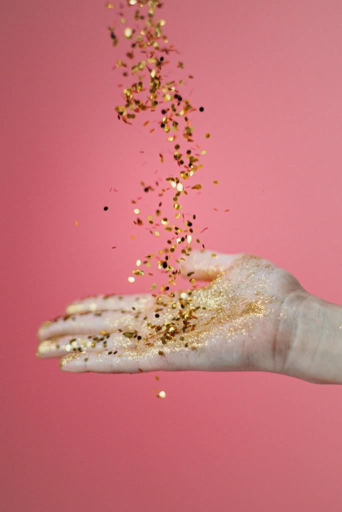Golden_glitter_vibes